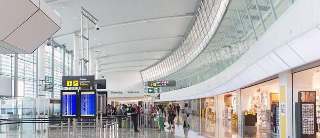 Hall de llegadas del Aeropuerto de Valencia